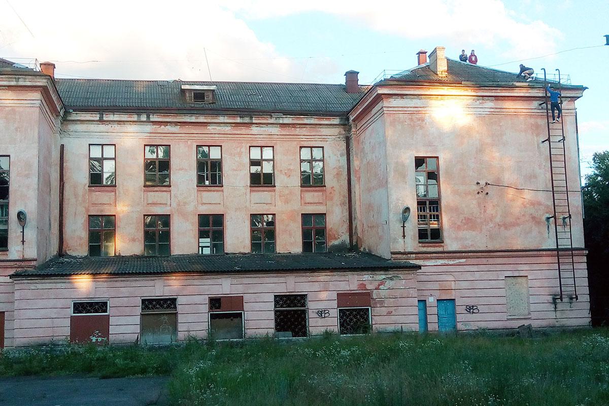 Гребная база Светлогорска – помойка или лучшее место для киносъемок ужасов и триллеров
